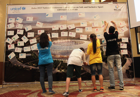 Participant of National Adolescent Consultation on Safe and Inclusive Sport post their opinions on the wall