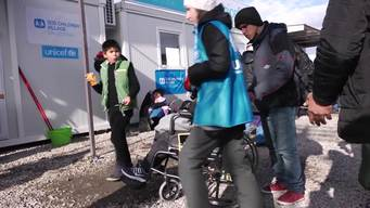 13042 NYHQ refugee winter and border crossings SELECT BROLL 2 HD PAL